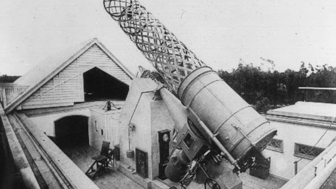 Old black and white image of the Great Melbourne Telescope.