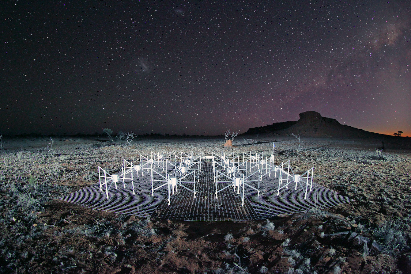 Wide-angle shot of 4 x 4 dipoles sitting on top of mesh in the outback desert under the Milky Way sky